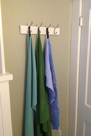 3 microfiber towels in the bathroom