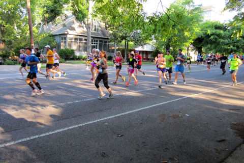 runners at Country music Marathon